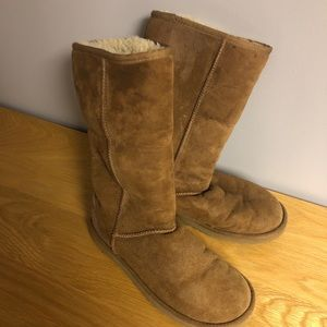 Women's classic ugg boot size 7
